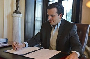 Ricky Rossello firma