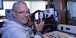 Escuchas Mañanitas Criollas con Rafy Reynoso de 5:00 a 6:00 AM Las mas variada música típica y exclusiva de la Reina del Caribe  787-850-0840